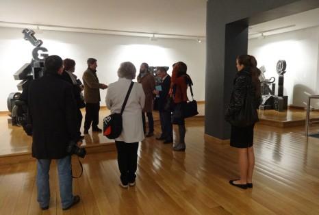 Visita guiada a la exposición Hitzen txokoa. El rincón de las palabras del escultor Víctor Arrizabalaga.
