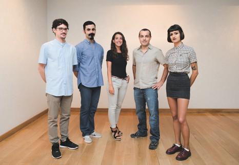 La galerista Begoña Lumbreras con Iván Chacón, Mikel del Río, Fernando Álvarez Charro y Amaya Suberviola.